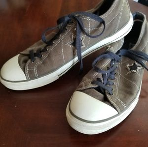 Army green men's converse one stars size 11